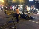 Toàn cảnh: Một người đi đường tử vong do thanh sắt rơi trúng đầu ở Hà Nội-1