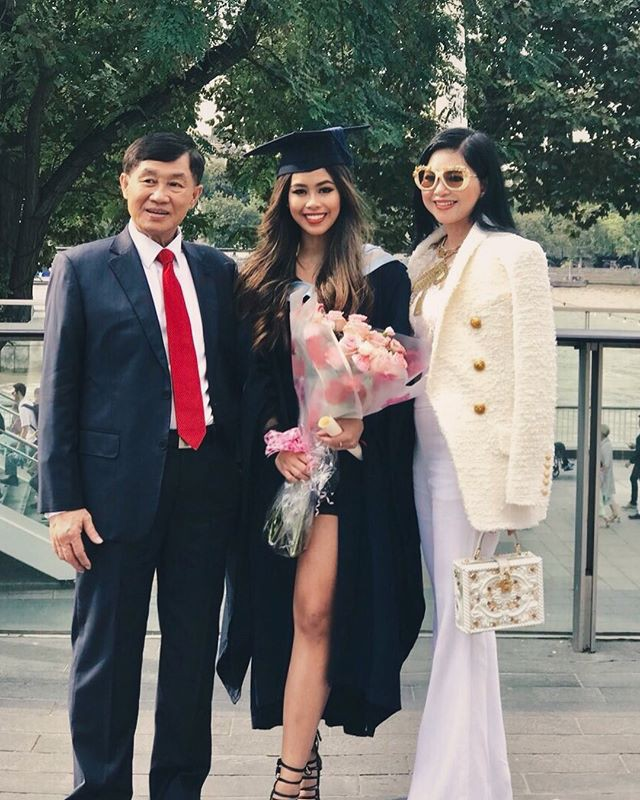 Lâu lâu mới xuất hiện, mẹ chồng Tăng Thanh Hà được khen là trẻ đẹp không thua con gái là mấy-10