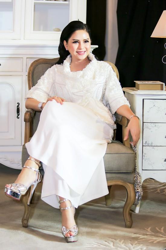 Lâu lâu mới xuất hiện, mẹ chồng Tăng Thanh Hà được khen là trẻ đẹp không thua con gái là mấy-11