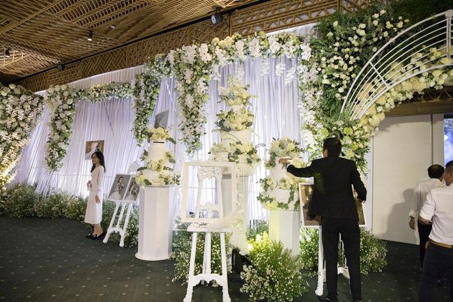 Cùng chiêm ngưỡng lại không gian tiệc cưới lộng lẫy, xa hoa như cổ tích trong đám cưới Trường Giang - Nhã Phương-10