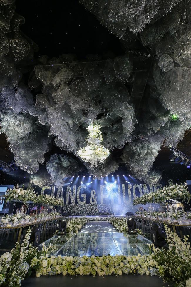 Cùng chiêm ngưỡng lại không gian tiệc cưới lộng lẫy, xa hoa như cổ tích trong đám cưới Trường Giang - Nhã Phương-6