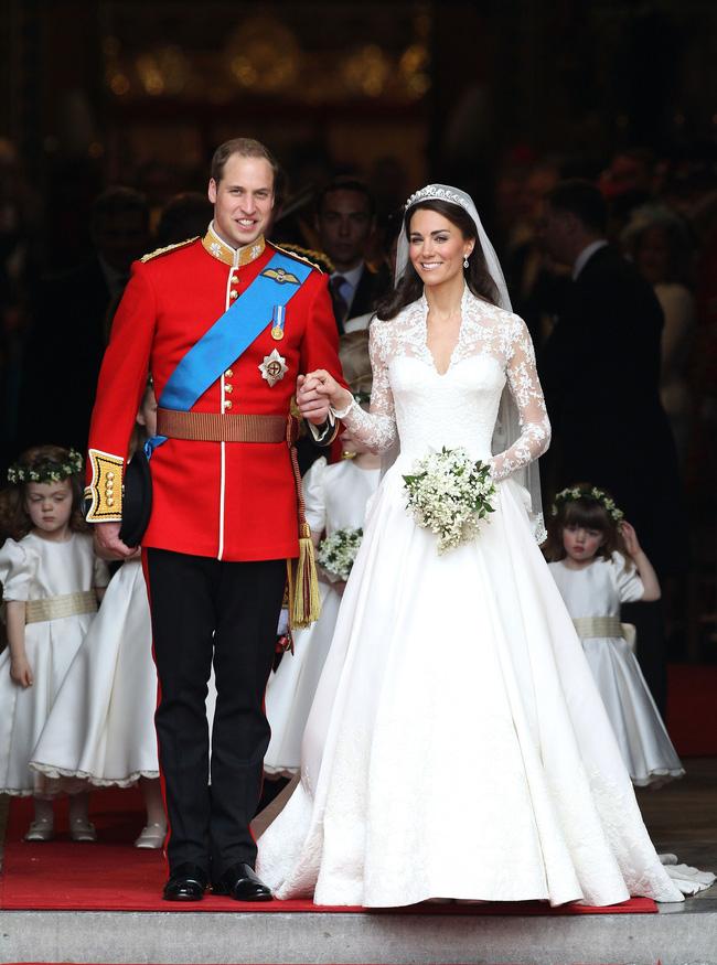 Bí mật tinh tế phía sau váy cưới của Meghan Markle lại khiến người ta nhớ đến công nương Diana và Kate Middleton-4