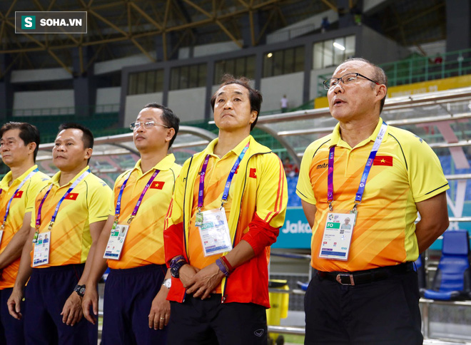 Giữa ồn ào không đáng, V.League liệu có tặng quà cho HLV Park Hang Seo?-2