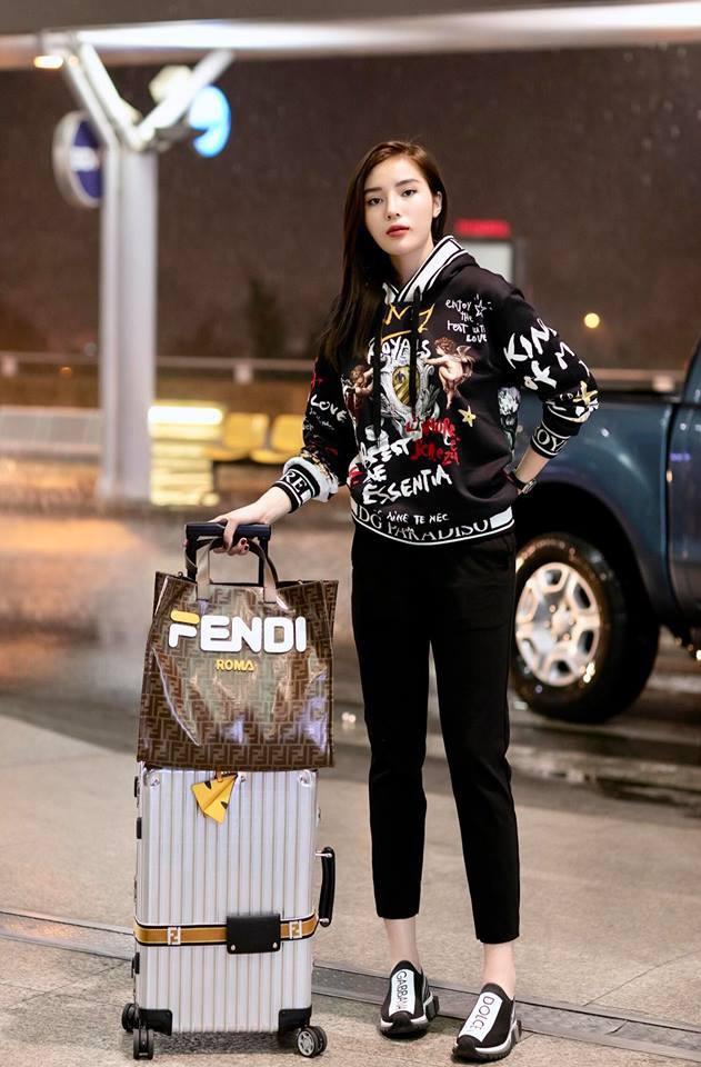 Thu mới chớm mà dàn sao và hot girl Việt đã khoe 1001 kiểu street style, kiểu nào cũng dát đầy hàng hiệu!-11