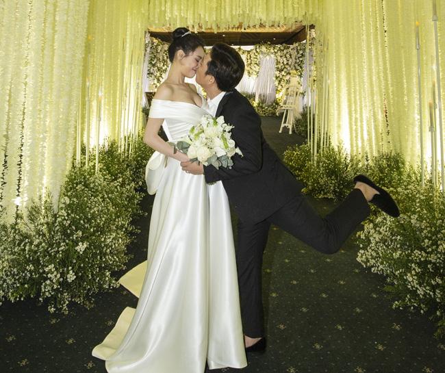 Fan mắt tròn mắt dẹt vì phát hiện điều này trong ảnh cưới Nhã Phương-11