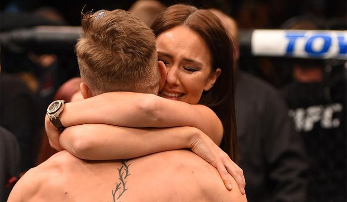Hình bóng người vợ tuyệt vời đằng sau thành công của gã điên McGregor-3
