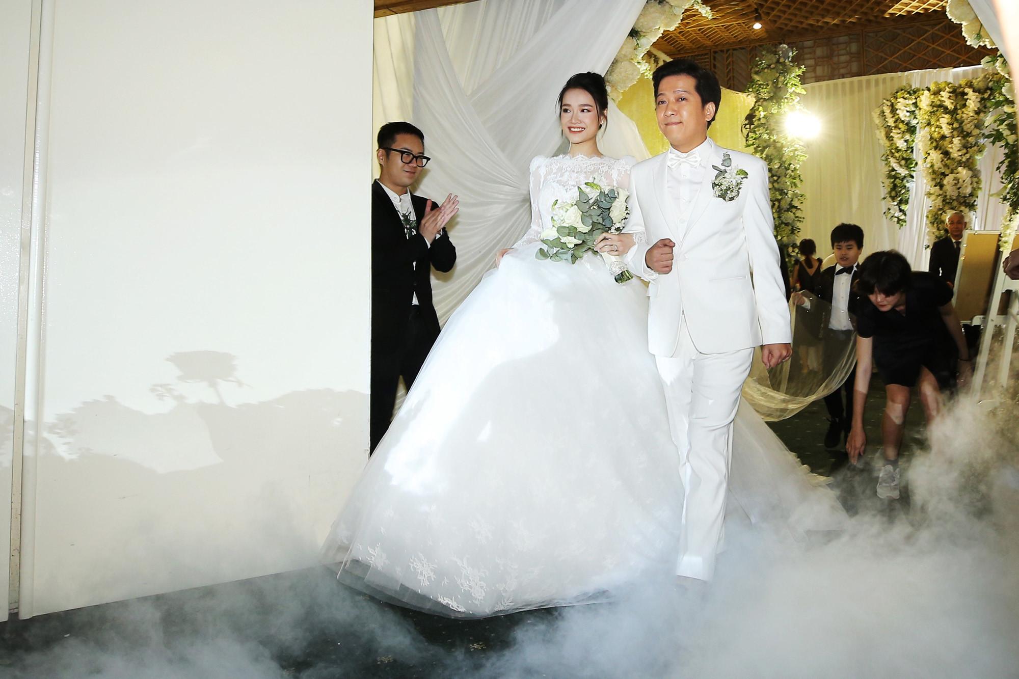 Nhìn lại 4 bộ váy Nhã Phương đặt may riêng cho lễ đính hôn và cưới-2