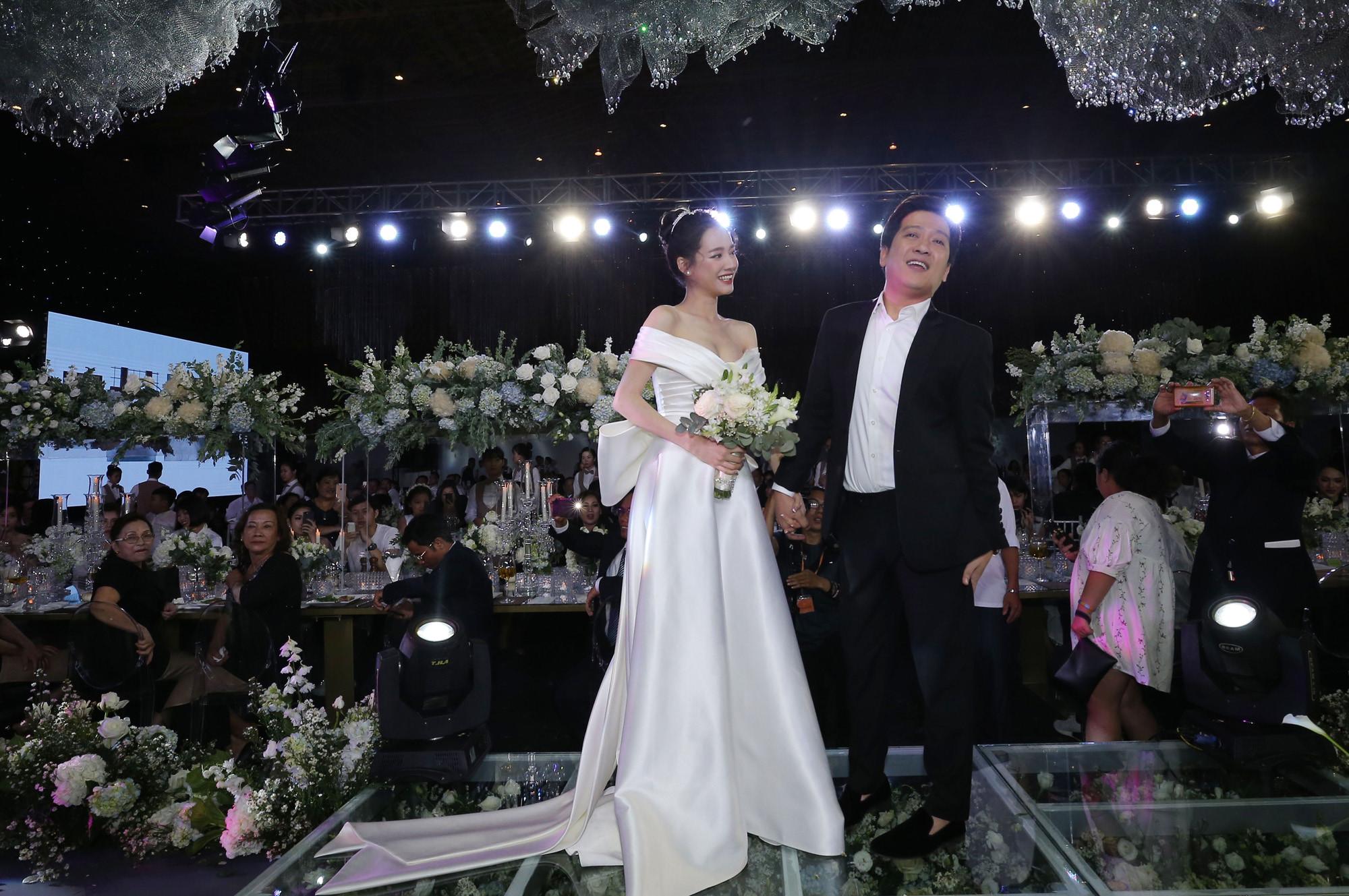 Nhìn lại 4 bộ váy Nhã Phương đặt may riêng cho lễ đính hôn và cưới-5