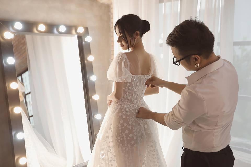 Nhìn lại 4 bộ váy Nhã Phương đặt may riêng cho lễ đính hôn và cưới-7