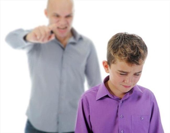 Những câu nói cha mẹ chỉ lỡ miệng cũng để lại vết thương lòng con suốt đời-2