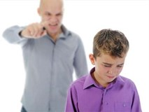Những câu nói cha mẹ chỉ lỡ miệng cũng để lại vết thương lòng con suốt đời