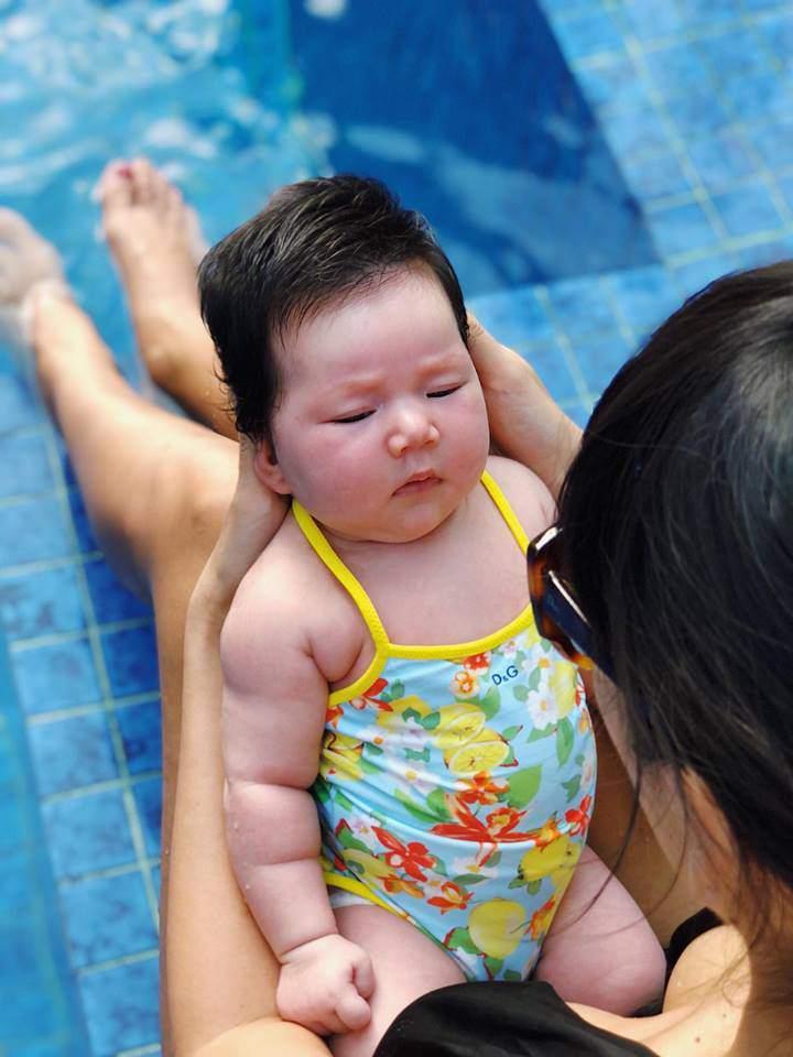 Siêu mẫu Hà Anh nổi đóa, mắng kẻ nói con mình chậm phát triển là điên-3