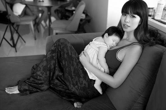 Siêu mẫu Hà Anh nổi đóa, mắng kẻ nói con mình chậm phát triển là điên-1