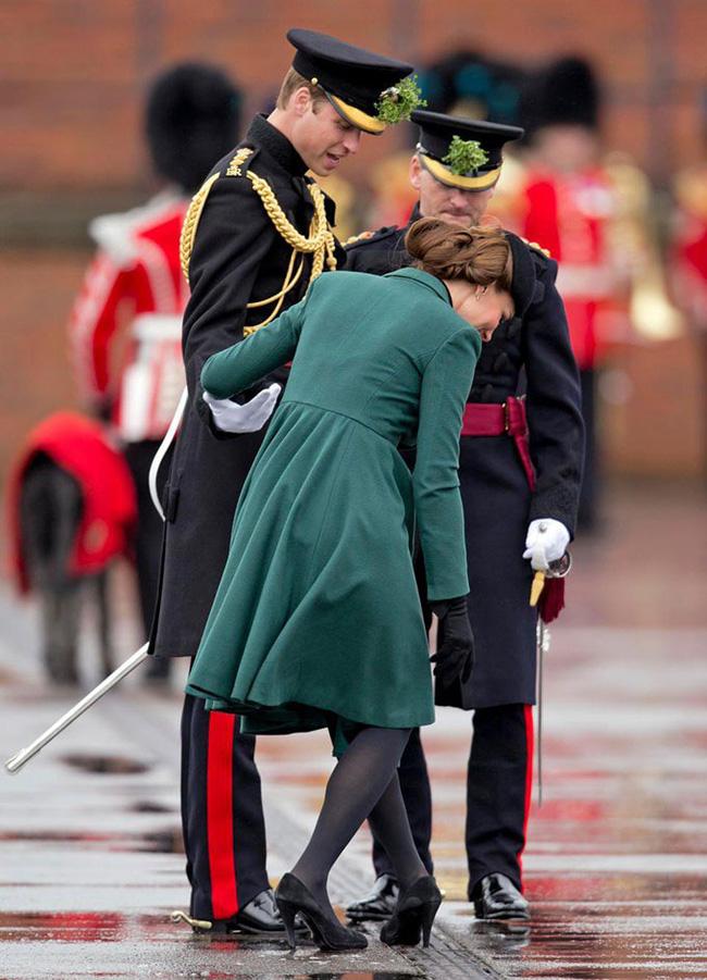 Hoàng gia Anh nghiêm túc cỡ nào cũng không thể thiếu những khoảnh khắc hài hước và hớ hênh bất đắc dĩ của các thành viên-3