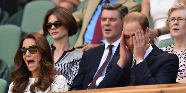 Hoàng gia Anh nghiêm túc cỡ nào cũng không thể thiếu những khoảnh khắc hài hước và hớ hênh bất đắc dĩ của các thành viên-4