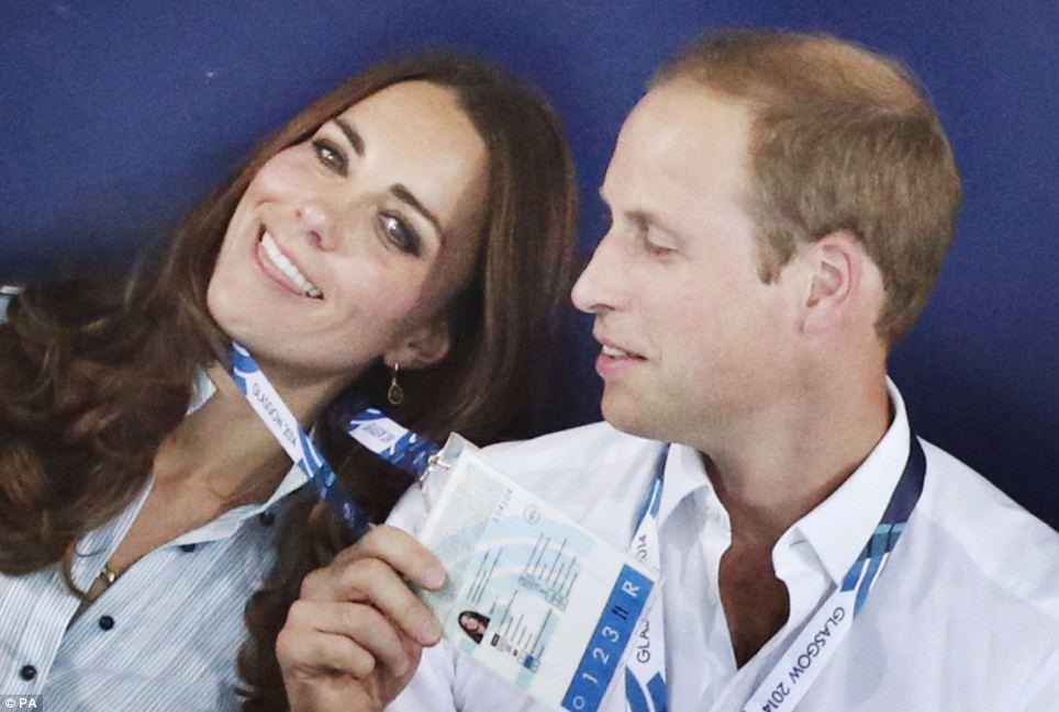 Hoàng gia Anh nghiêm túc cỡ nào cũng không thể thiếu những khoảnh khắc hài hước và hớ hênh bất đắc dĩ của các thành viên-5