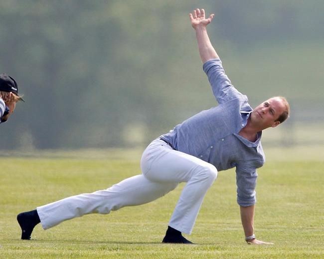 Hoàng gia Anh nghiêm túc cỡ nào cũng không thể thiếu những khoảnh khắc hài hước và hớ hênh bất đắc dĩ của các thành viên-14