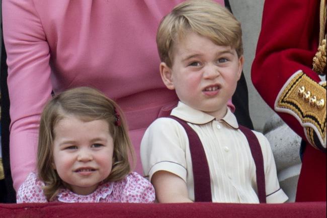Hoàng gia Anh nghiêm túc cỡ nào cũng không thể thiếu những khoảnh khắc hài hước và hớ hênh bất đắc dĩ của các thành viên-16