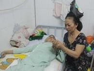 """""""Nước mắt lại rơi"""" của người mẹ nghèo có con trai liệt nửa người suốt 2 năm nằm bất động"""