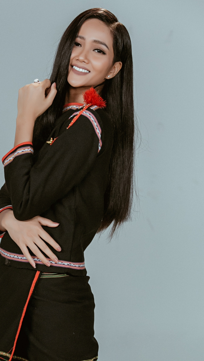 Hoa hậu HHen Niê biến hóa linh hoạt ba trong một trong bộ hình mới-3