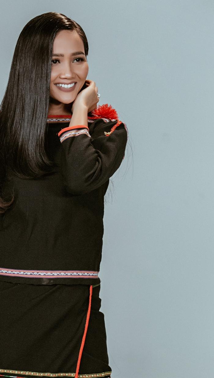 Hoa hậu HHen Niê biến hóa linh hoạt ba trong một trong bộ hình mới-4