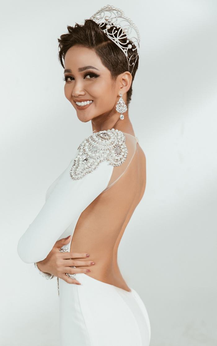 Hoa hậu HHen Niê biến hóa linh hoạt ba trong một trong bộ hình mới-11