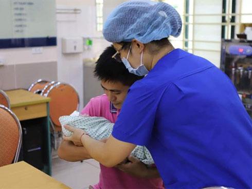 Mẹ Nam Định suy thận giai đoạn cuối vẫn sinh con khỏe mạnh như phép màu-1
