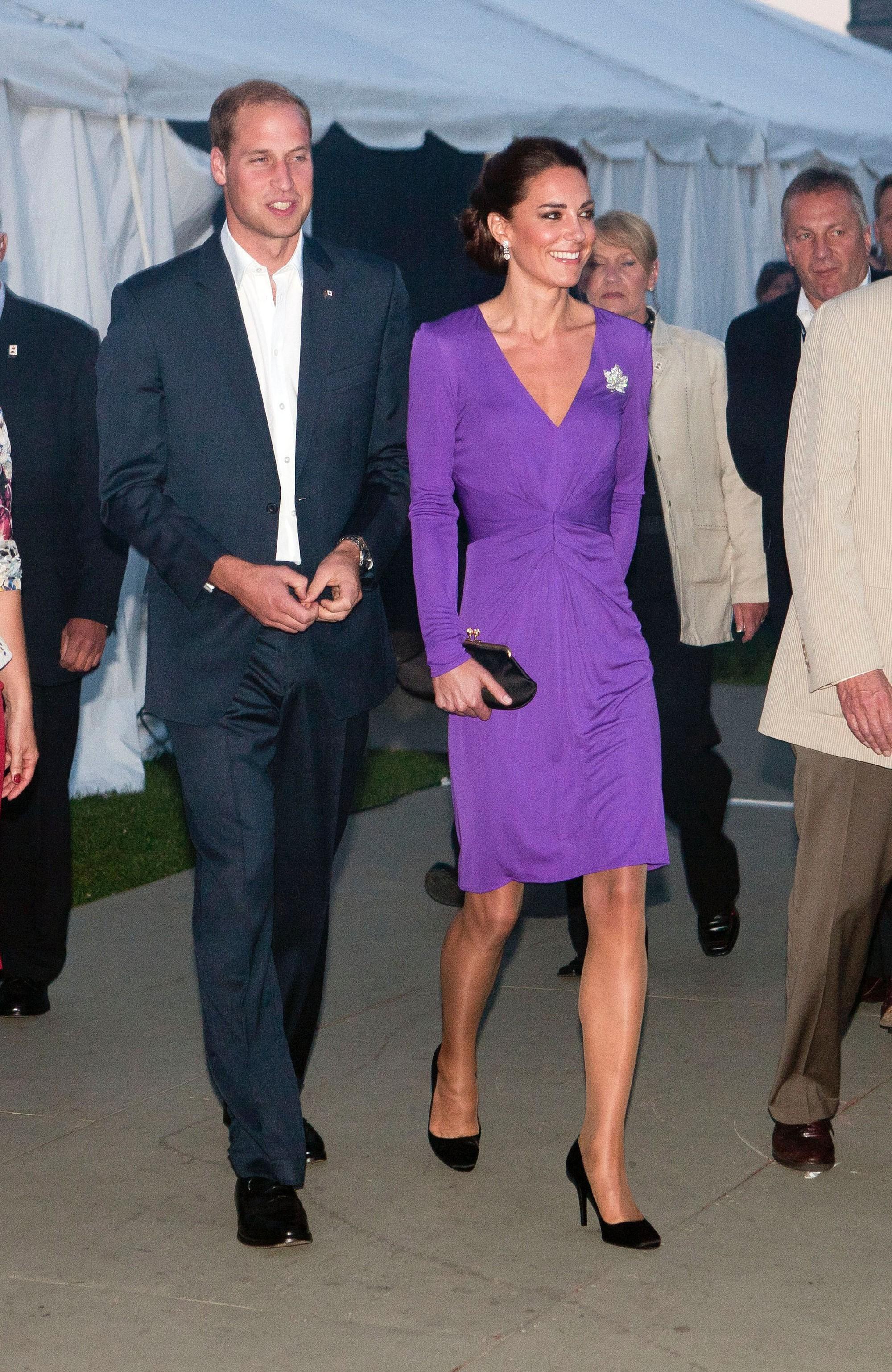 Người ta diện đồ màu chóe thì sến sẩm nhưng Công nương Kate mặc lên lại sang trọng và cuốn hút đến lạ-1