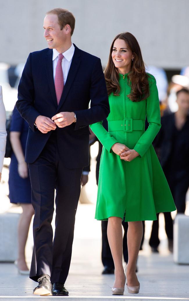 Người ta diện đồ màu chóe thì sến sẩm nhưng Công nương Kate mặc lên lại sang trọng và cuốn hút đến lạ-3