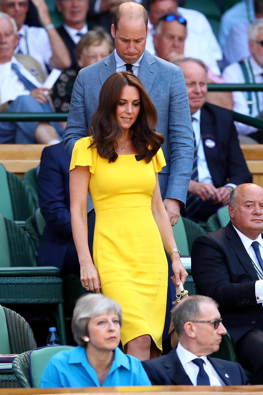 Người ta diện đồ màu chóe thì sến sẩm nhưng Công nương Kate mặc lên lại sang trọng và cuốn hút đến lạ-5