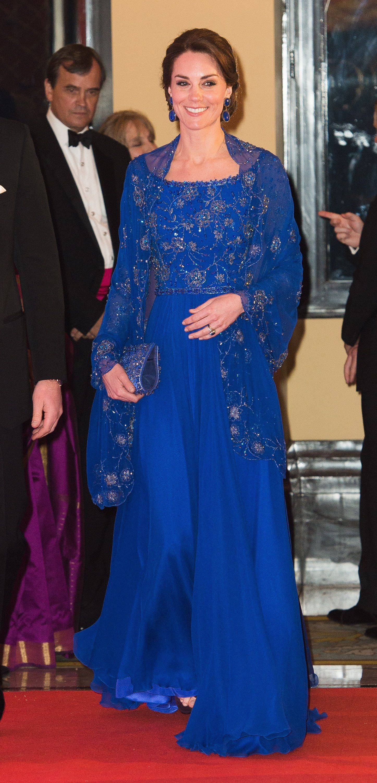 Người ta diện đồ màu chóe thì sến sẩm nhưng Công nương Kate mặc lên lại sang trọng và cuốn hút đến lạ-8