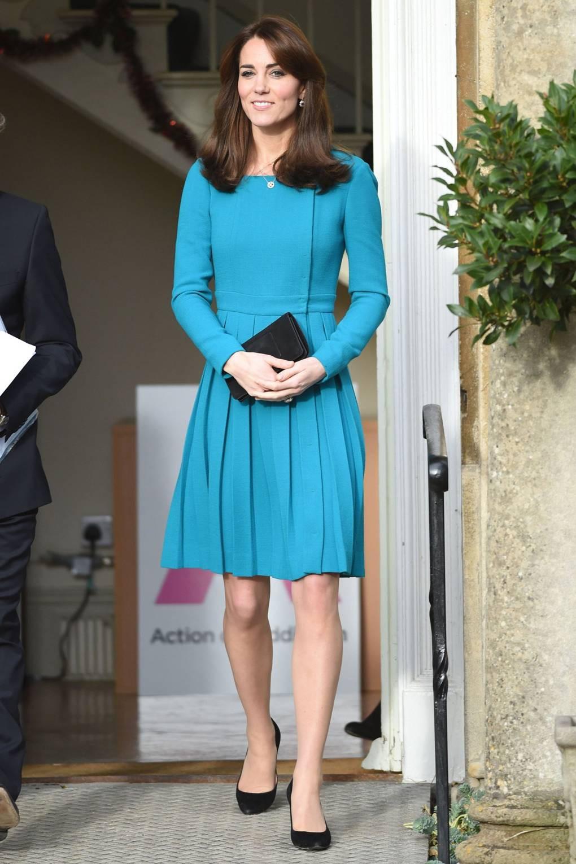Người ta diện đồ màu chóe thì sến sẩm nhưng Công nương Kate mặc lên lại sang trọng và cuốn hút đến lạ-9
