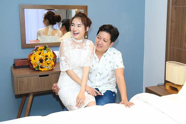 """Đi hưởng trăng mật ở Phú Quốc, Trường Giang ân cần cõng vợ, dặn Nhã Phương nếu say sóng thì nói với anh""""-8"""