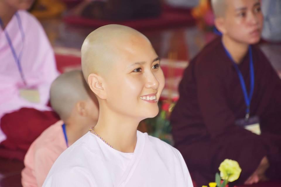 Người có mái tóc đẹp nhất Hoa Hậu Việt Nam 2014 đi tu-1