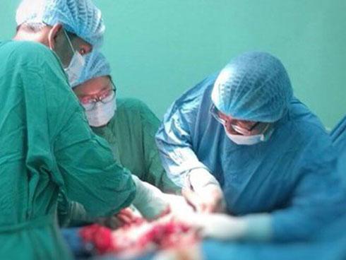 BS phát hoảng vì chưa cắt xong khối u này cho bệnh nhân đã xuất hiện khối u khác-1