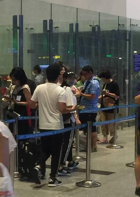 Vợ chồng Trường Giang - Nhã Phương bị bắt gặp ở sân bay, chuẩn bị đi nước ngoài hưởng tuần trăng mật?-2