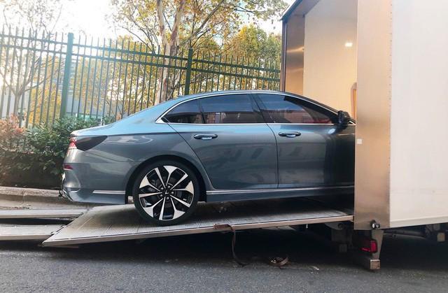 """Chùm ảnh và clip: Cận cảnh 2 xe VinFast bằng xương bằng thịt"""" được vận chuyển tới Paris Motor Show-5"""