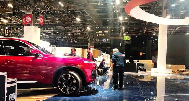"""Chùm ảnh và clip: Cận cảnh 2 xe VinFast bằng xương bằng thịt"""" được vận chuyển tới Paris Motor Show-10"""