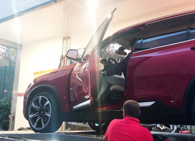 """Chùm ảnh và clip: Cận cảnh 2 xe VinFast bằng xương bằng thịt"""" được vận chuyển tới Paris Motor Show-6"""