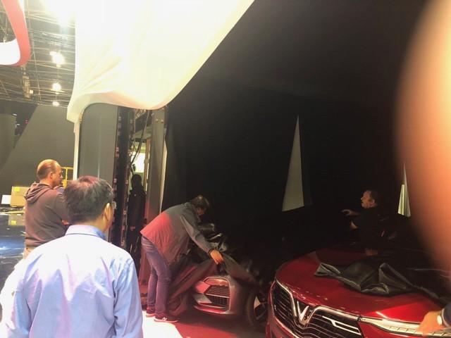 """Chùm ảnh và clip: Cận cảnh 2 xe VinFast bằng xương bằng thịt"""" được vận chuyển tới Paris Motor Show-11"""