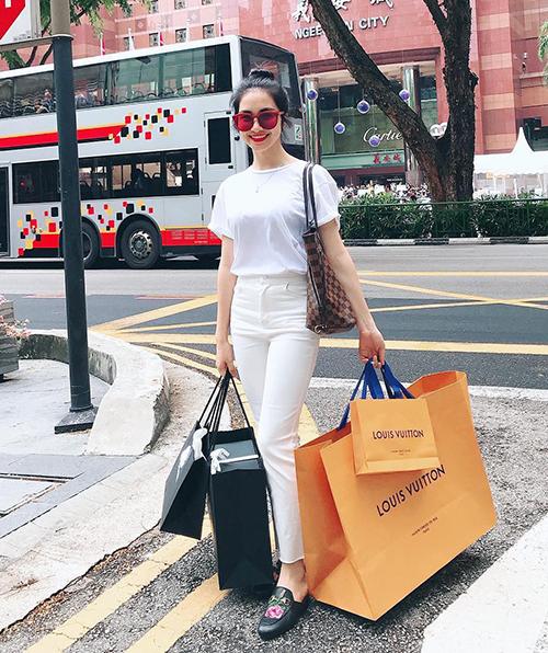 Bộ sưu tập túi hiệu của Hòa Minzy tăng vùn vụt trong một năm-10