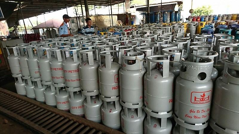 Giá gas tháng 10 tăng thêm 12.000 đồng/bình 12kg-1