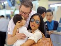 Đoan Trang khiến cả phi hành đoàn phải chờ đợi trong chuyến bay về Thụy Điển dự lễ tang bố chồng