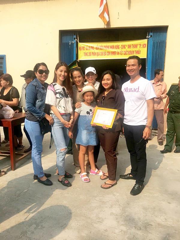 Trang phục đi từ thiện của sao Việt: Nhìn đơn giản nhưng khi bóc giá có món đồ cả chục triệu đồng-10