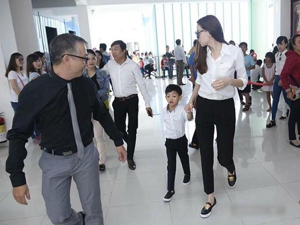 Trang phục đi từ thiện của sao Việt: Nhìn đơn giản nhưng khi bóc giá có món đồ cả chục triệu đồng-4