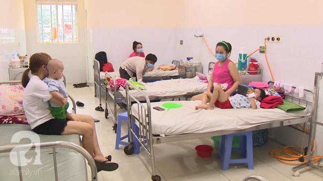 """Chưa hết lo dịch tay chân miệng, hàng loạt bà mẹ ở Đồng Nai đã hại con"""" mắc bệnh sởi nặng vì quên tiêm vắc xin-2"""