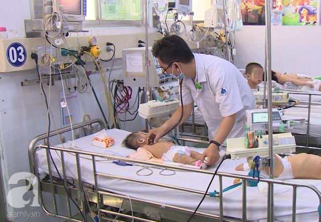 """Chưa hết lo dịch tay chân miệng, hàng loạt bà mẹ ở Đồng Nai đã hại con"""" mắc bệnh sởi nặng vì quên tiêm vắc xin-5"""