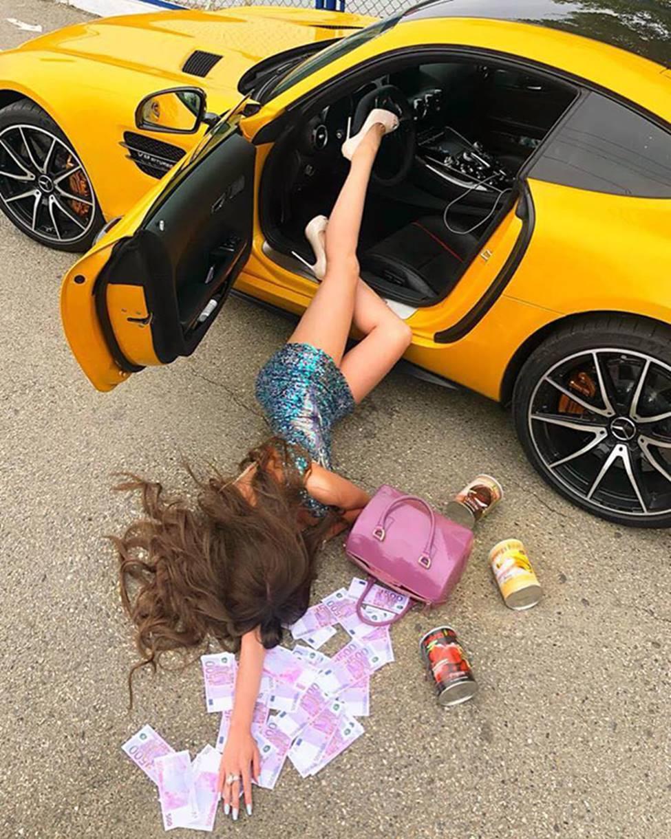 Sốc với trào lưu ngã sấp mặt từ ô tô của hội gái xinh-2