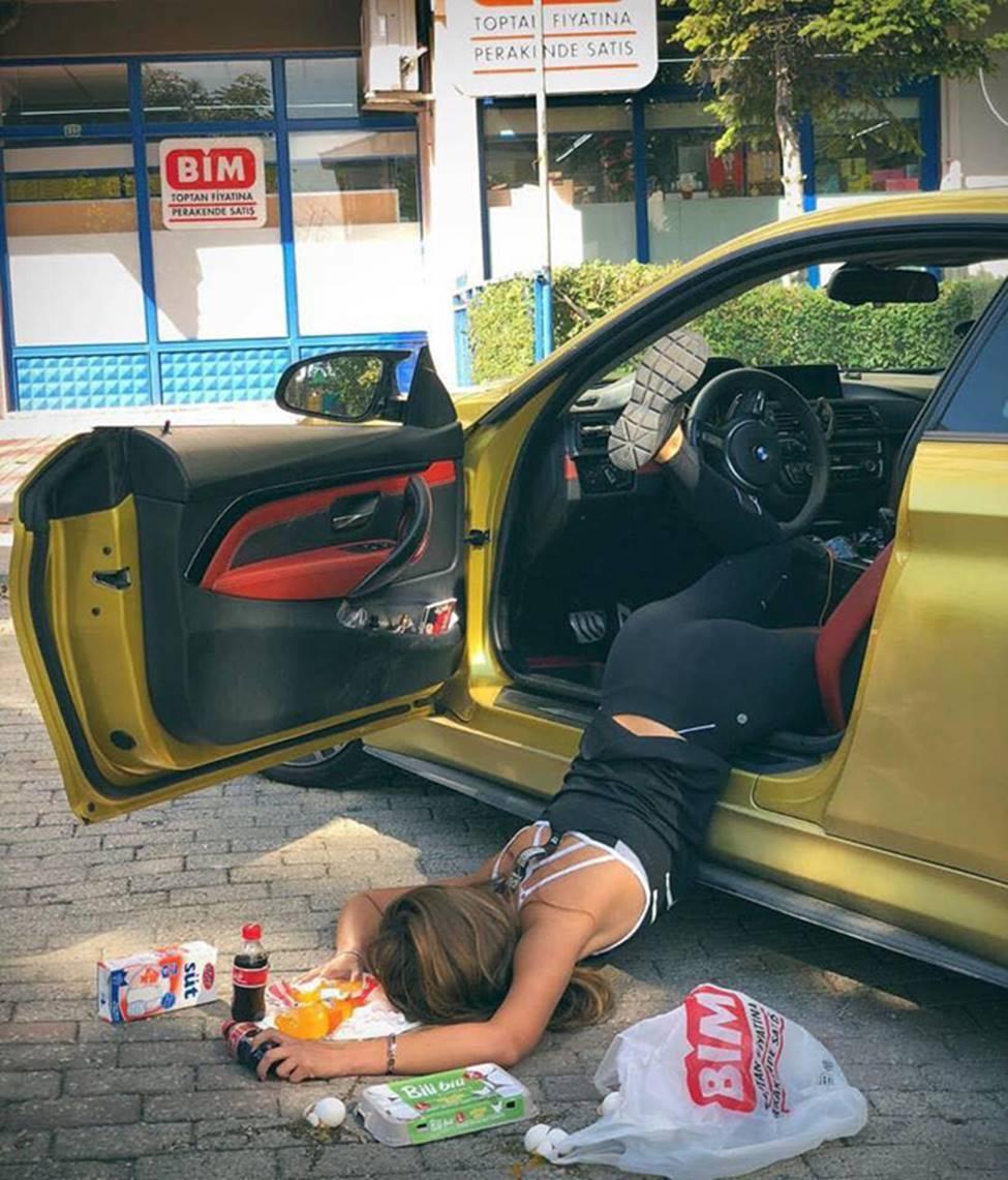 Sốc với trào lưu ngã sấp mặt từ ô tô của hội gái xinh-4