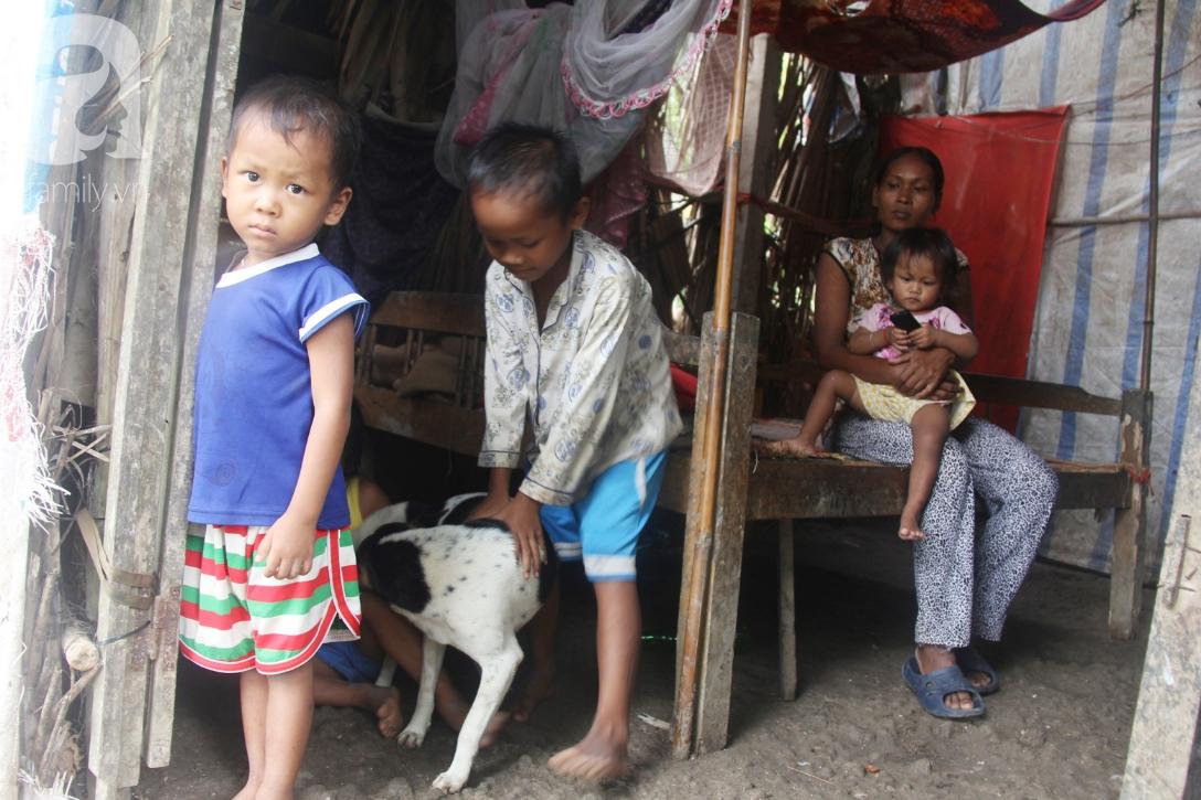 Hai lần đẻ rớt tại nhà, 4 đứa trẻ đói ăn bên người mẹ bầu 8 tháng không thể mượn được 500 ngàn để đi bệnh viện-3